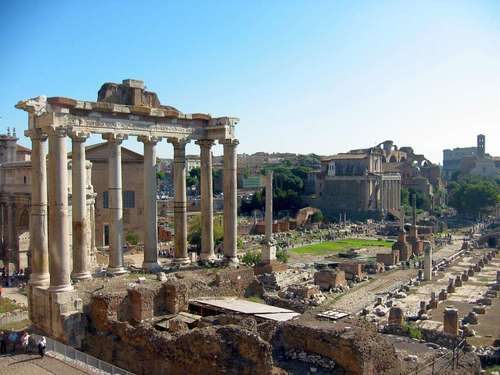 Temple of Saturn, Roman Forum (by Leo-seta, CC BY)