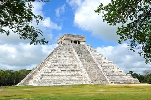 Chichen Itza (by Dennis Jarvis, CC BY-SA)