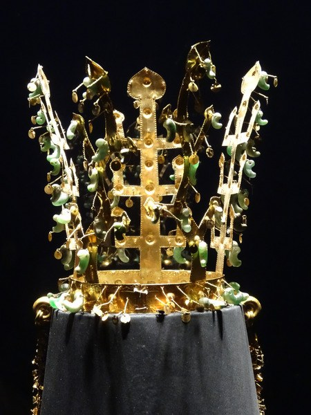 Gold Silla Crown (by Jeff & Neda Fields, CC BY-NC-ND)